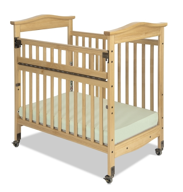 Biltmore Compact SafeReach Crib, Clearview, Natural